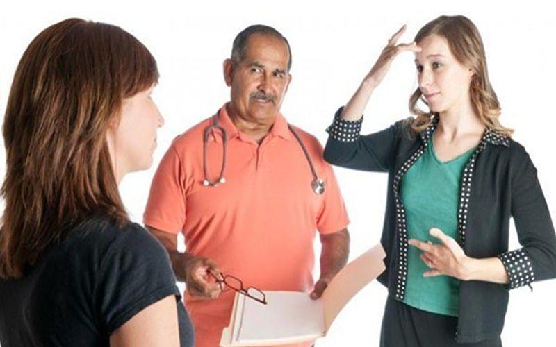 Interpretes-de-señas-en-la-asociación-de-los-sordos-3