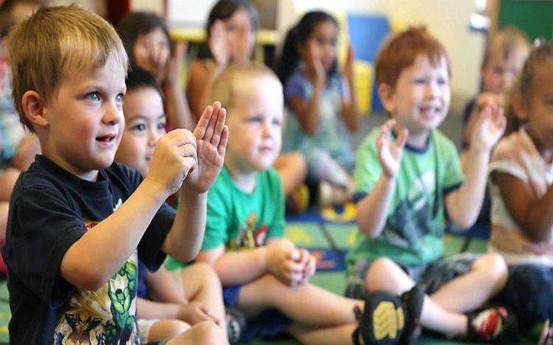Los-escolares-sordos-necesitan-acceder-al-conocimiento-en-la-asociación-de-los-sordos-4